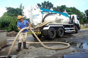 desludging a septic tank